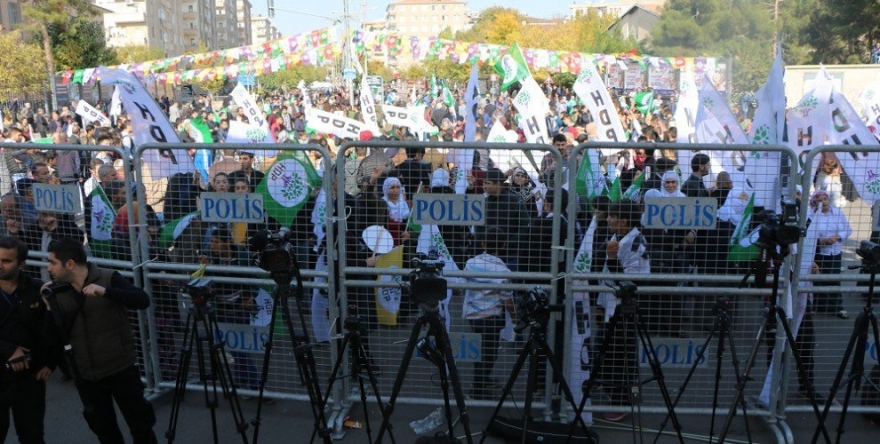 Li Amedê bi hezaran kes ji bo azadiya Ocalan daketin qadê