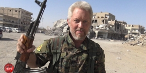 Şervanê YPG'ê yê Îngilîz qurbaniyên Mancheserê li Reqayê bi bî anî